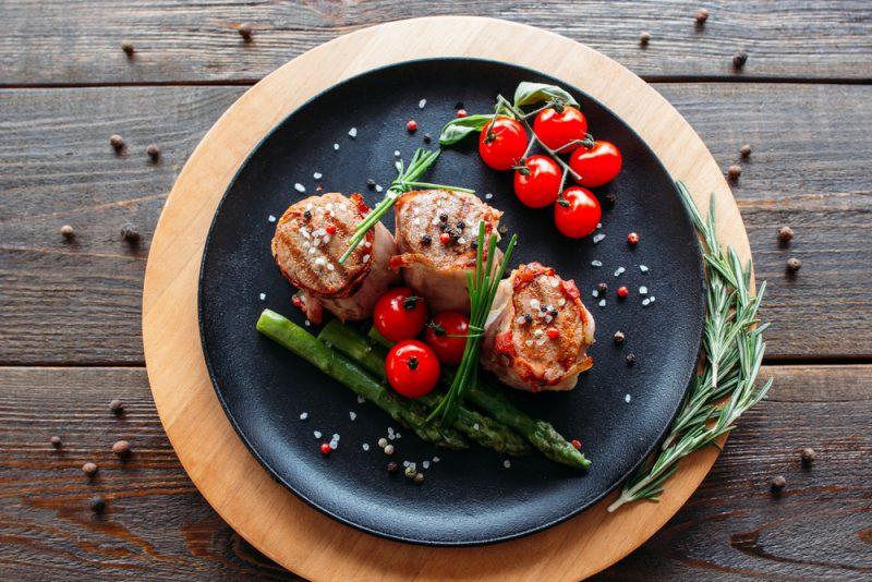 Сочный медальон из свинины: рецепт