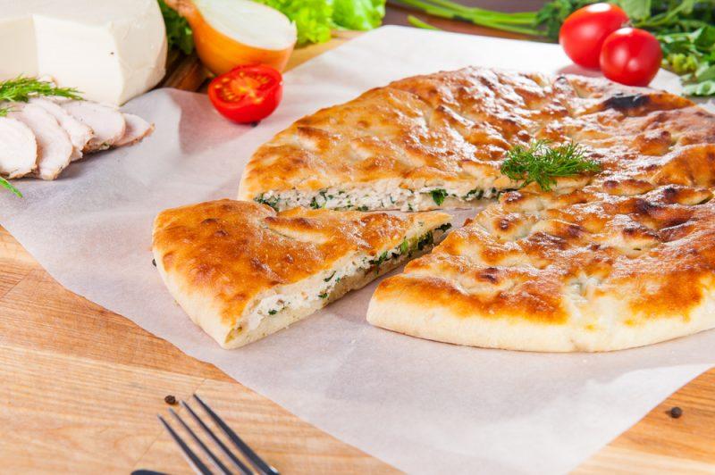 Осетинский пирог с сыром и зеленью: рецепт