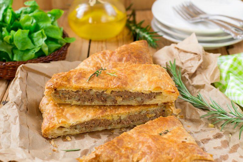 Мясной пирог на сметане: рецепт