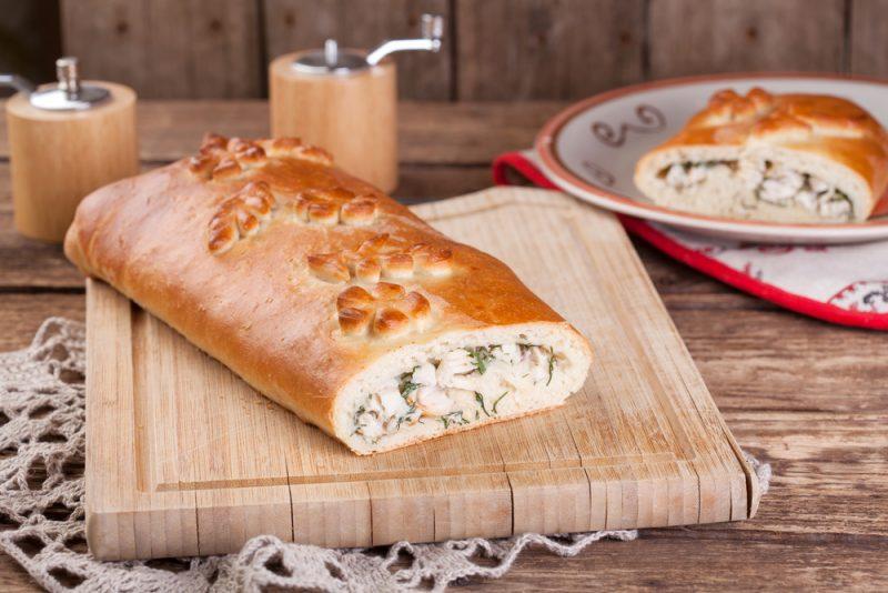 Сытная рыбная кулебяка с капустой: рецепт с фото