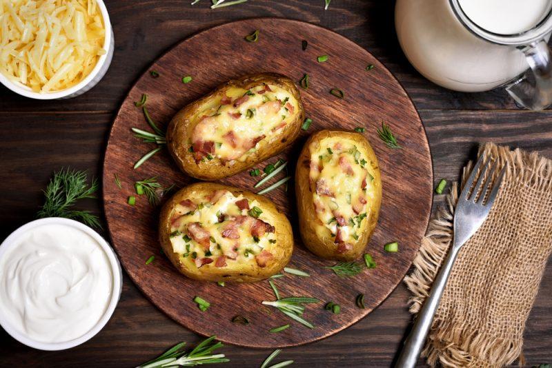 Картошка со свининой и сыром в микроволновке: рецепт