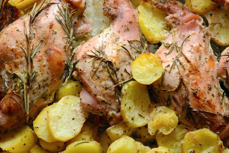 Кролик запеченный в духовке с картофелем