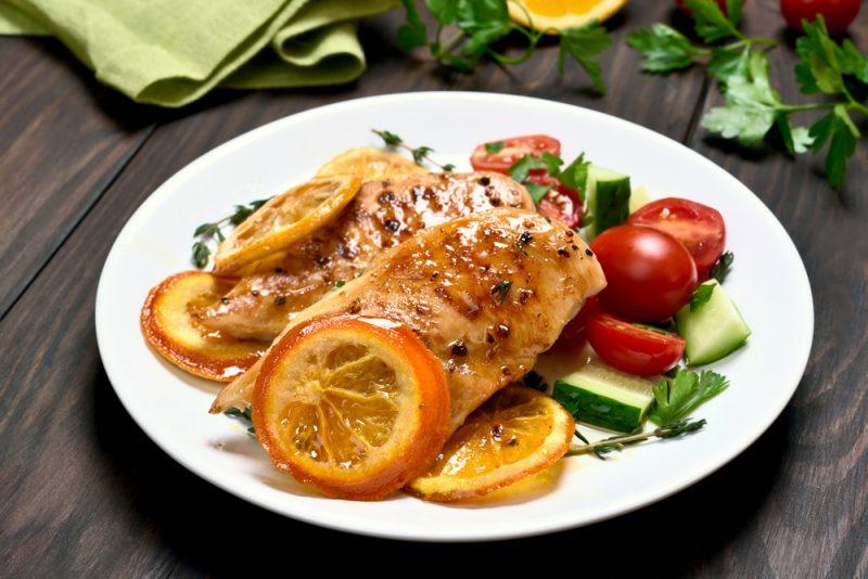 Курица в банке в духовке с фруктами: рецепт