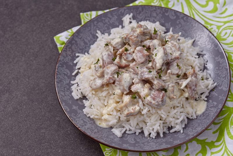 Свиной гуляш со сметаной: рецепт
