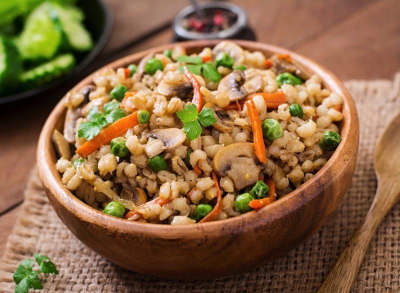 Отличный ужин: перловая каша с овощами и грибами