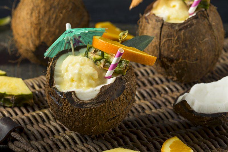 Коктейль Пина Колада в кокосе