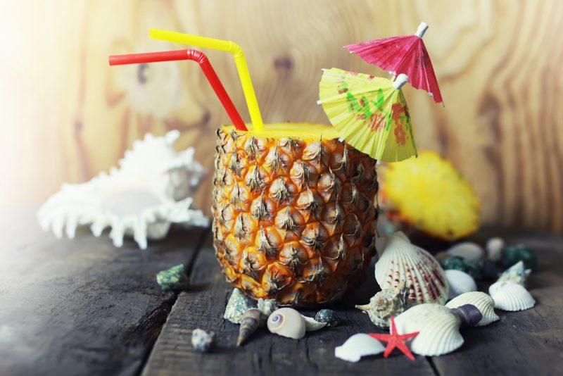Безалкогольный коктейль Пина Колада в ананасеБезалкогольный коктейль Пино Колада в ананасе