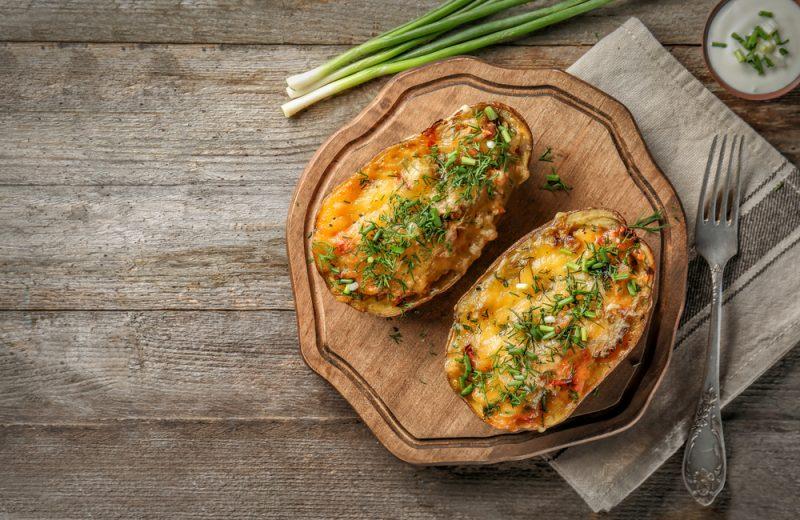 Запеченный картофель в духовке по-деревенски