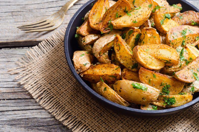 Хрустящая картошечка с чесночком: рецепт