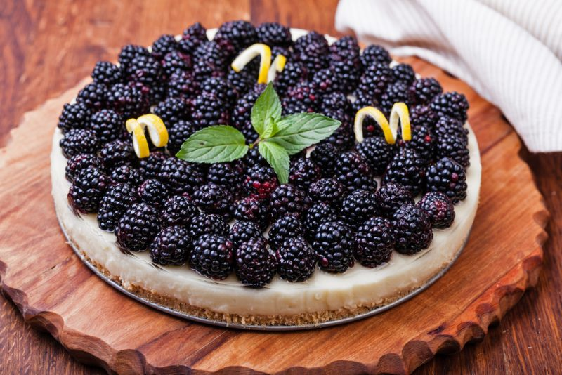 Торт из чечевицы и ежевики: рецепт