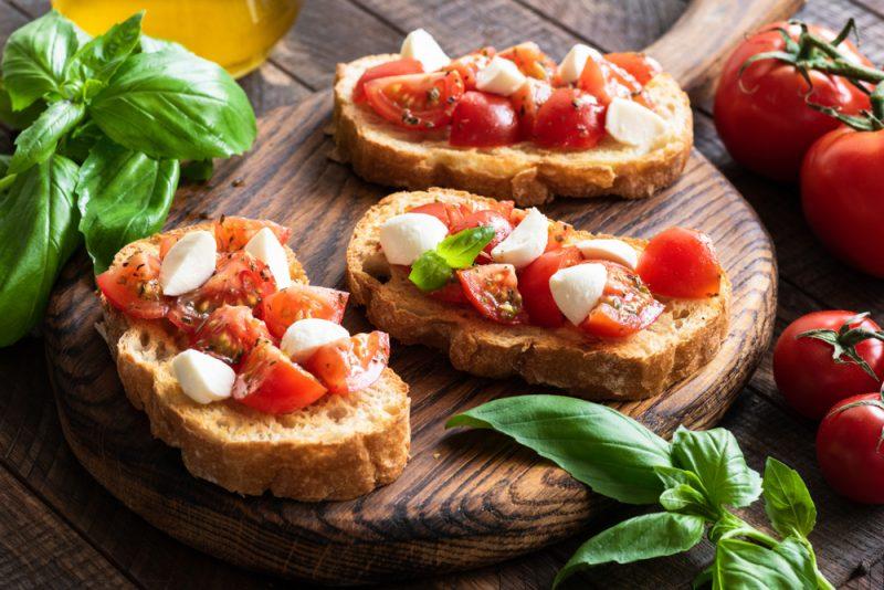 Классическая итальянская брускетта: рецепт с фото