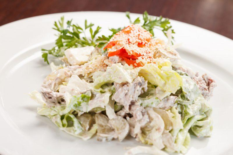 Оригинальный салат из курицы: простой и вкусный рецепт
