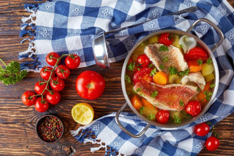 Простой рецепт: морской окунь в духовке в фольге с овощами