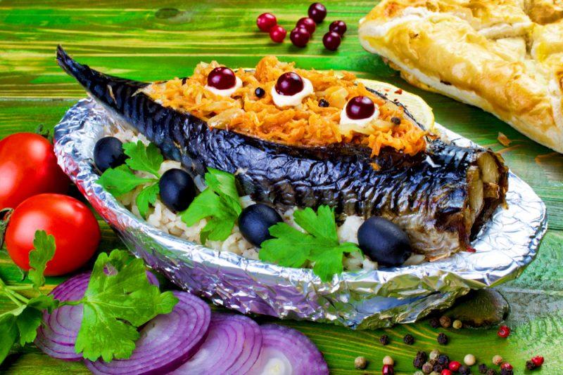 Скумбрия с начинкой овощной: рецепт с фото