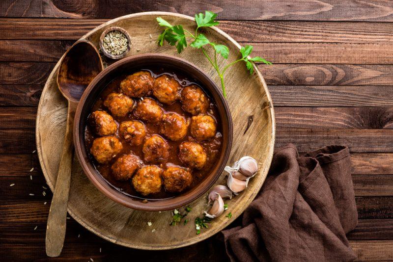 Фрикадельки в горчично-медовом соусе: рецепт