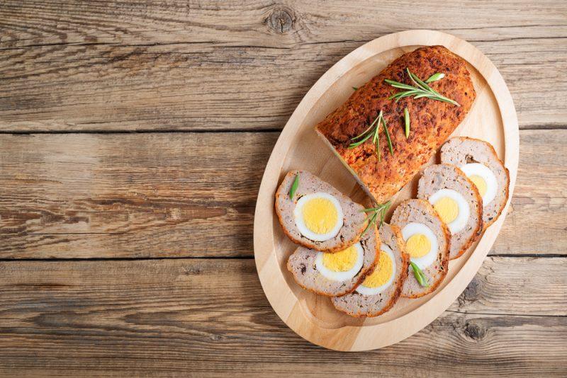 Мясной рулет с яичной начинкой: рецепт с фото