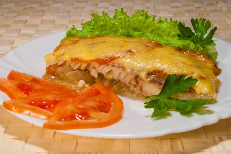 Морской окунь в фольге в духовке: рецепт под сырной корочкой