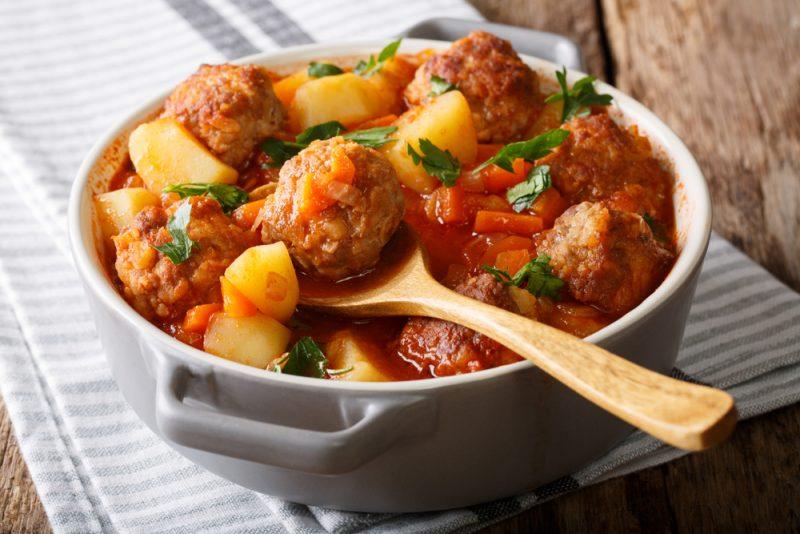 Жаркое-соус с фрикадельками: рецепт с фото