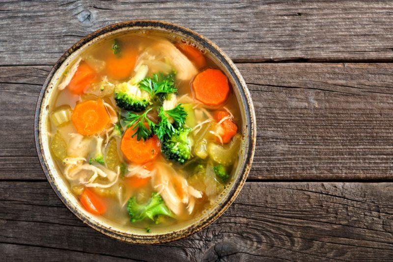Пряный овощной куриный суп в мультиварке