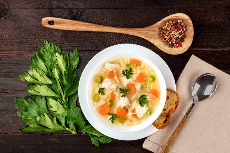 Классический вермишелевый суп в мультиварке