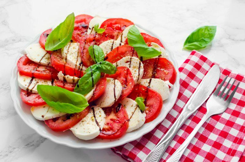 Салат капрезе является одним из Итальянских национальных блюд.
