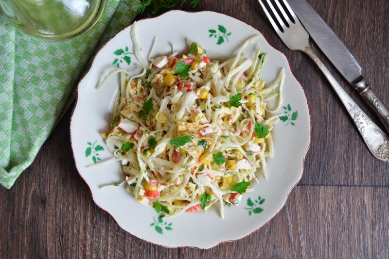 Диетический рецепт салата с пекинской капустой