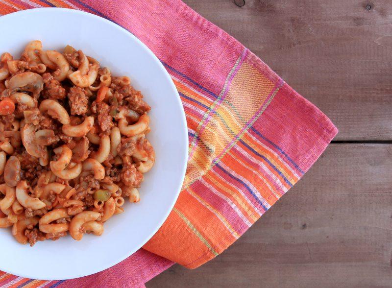 Сливочная запеканка вермишелевая с фаршем в духовке: рецепт без сыра