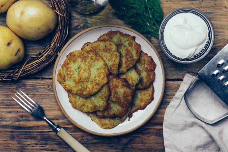 Чесночные драники из картофеля: рецепт