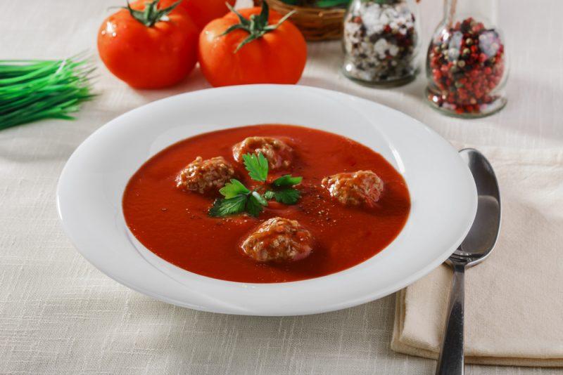 Суп с тефтелями: рецепт на основе томатов