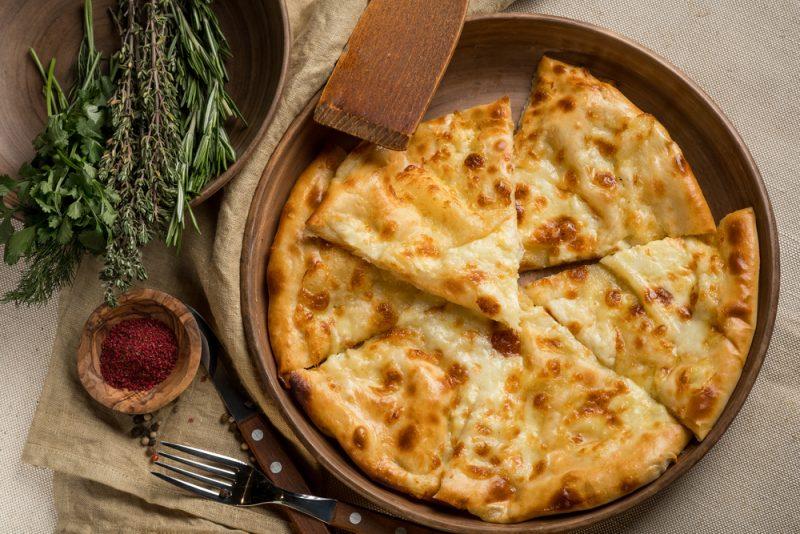 Сырная лепешка на кефире: простой и быстрый рецепт