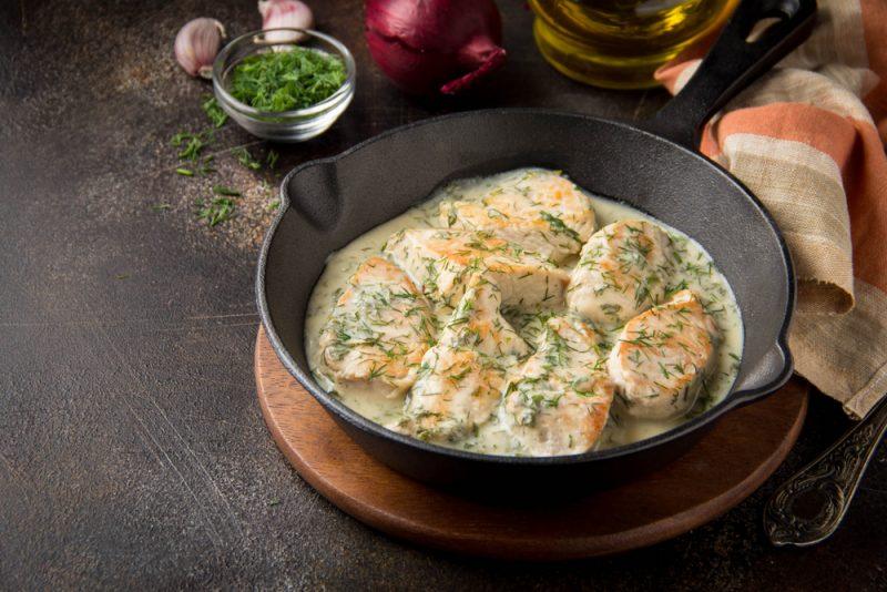 Рецепт второй: филе в сливочно грибном соусе.
