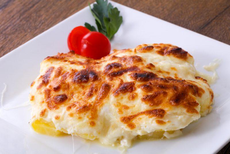 Сливочно-сырный гратен из картофеля в мультиварке