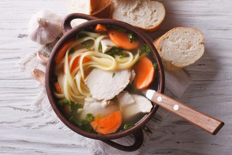 Вкусный куриный суп с домашней лапшой: пошаговый рецепт