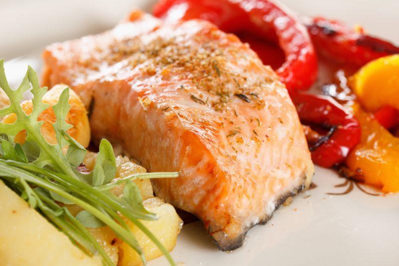 Приготовить рыбу кету в духовке в фольге