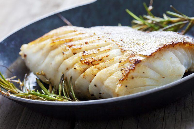 Рыба, обжаренная в пергаменте