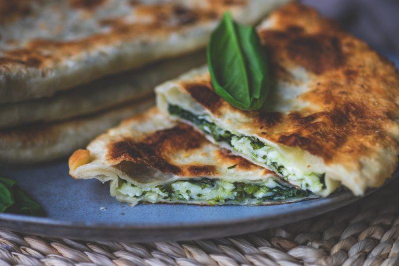 Классические кутабы с сыром и зеленью