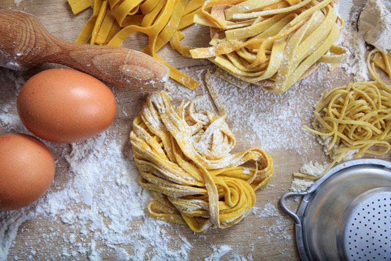 Рецепт домашней лапши для куриного супа с яйцом