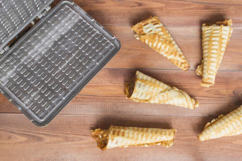 Ореховые трубочки в вафельнице: рецепт с фото пошагово