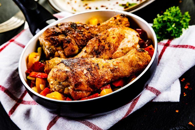 Картошка с куриными голенями в мультиварке