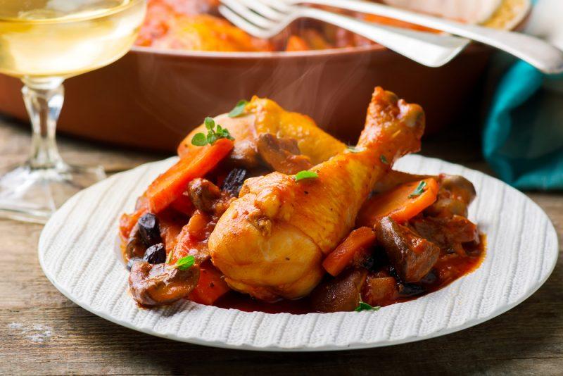 Картофель с курицей и томатом в мультиварке