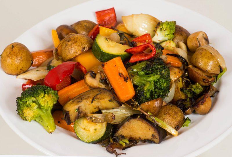 Тушеный тофу с овощами
