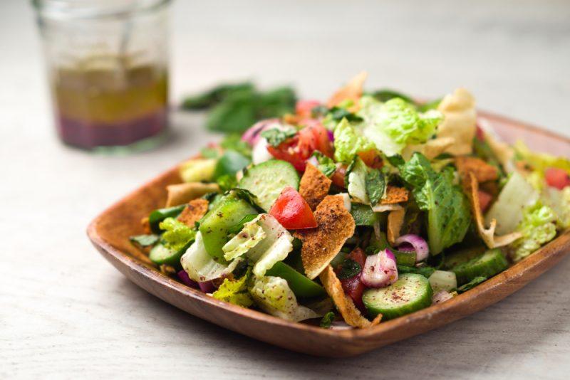 Панзанелла или хлебный салат с томатами