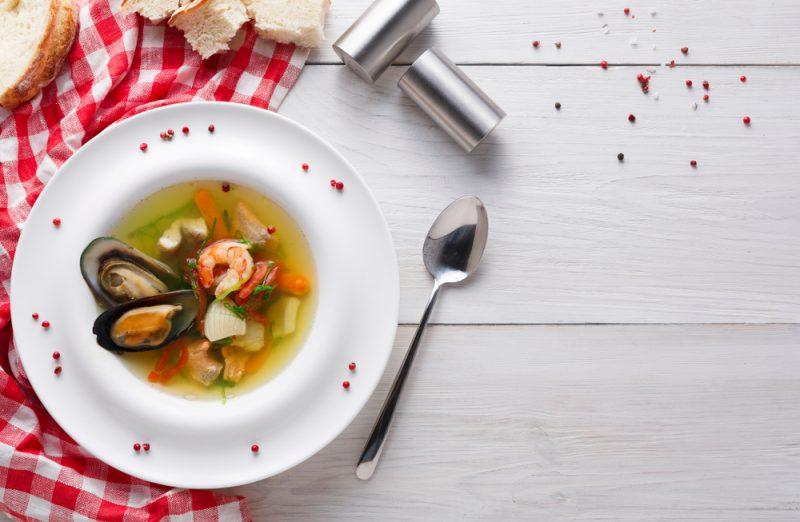 Рыбный легкий суп с мидиями