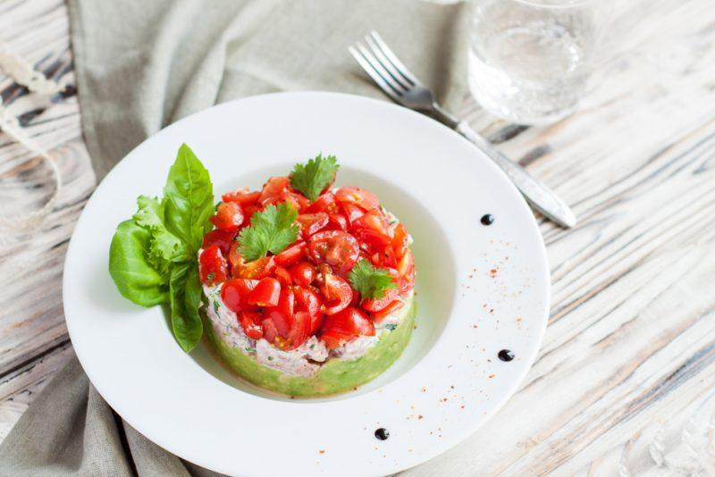 Мясной салат с говядиной и овощами