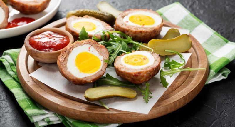 Рецепт третий: Рулет из свиного фарша с яйцом