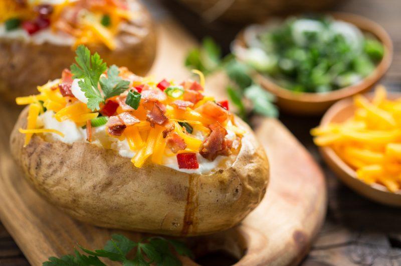 Картофель запеченный в духовке с начинкой