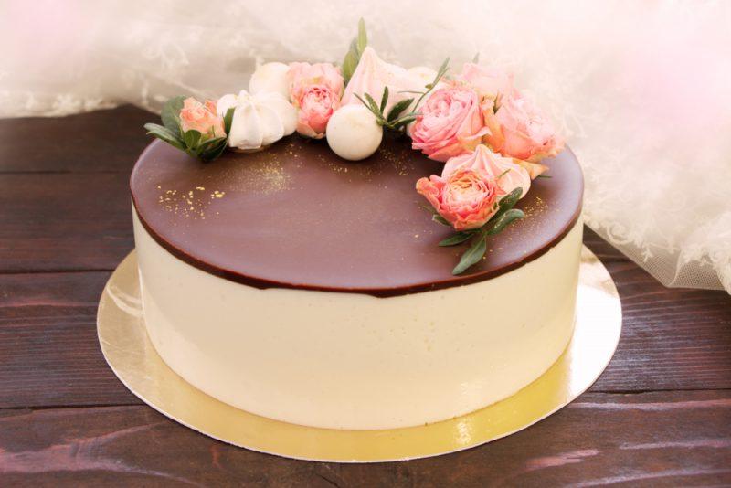 Кто помнит вкус популярного десерта из 80-х Птичье молоко, рецепт торта обязательно приготовит в домашних условиях.