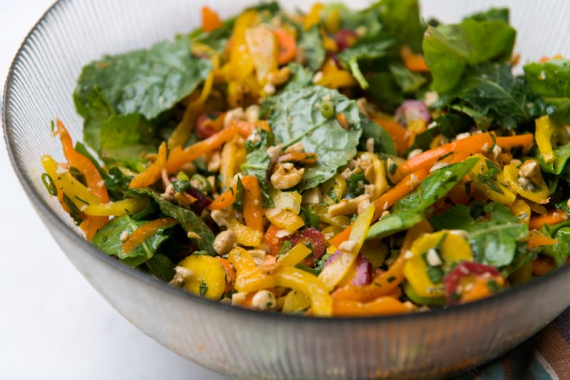 Рецепт салата с апельсинами и орехами кешью