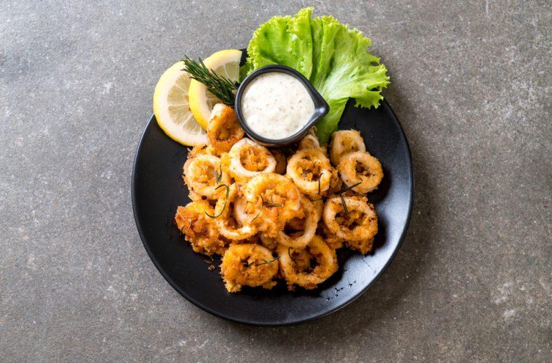 Рецепт второй:простой и вкусный рецепт кальмаров в кляре.