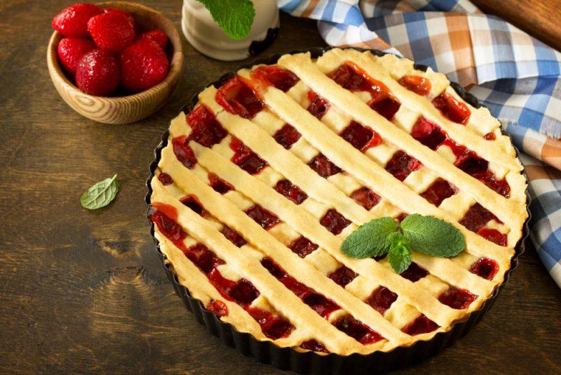 Рецепт второй: пирог с клубничным вареньем в духовке.